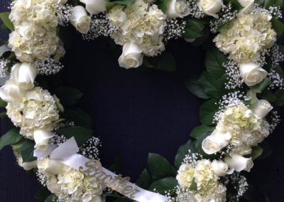 Rose_of_Sharon_Dunstable_Flowers_heart_shaped_wreath